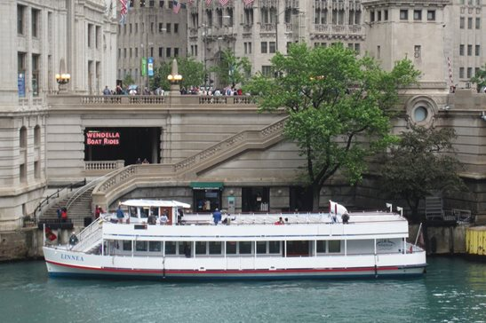 A Wendella Sightseeing tour boat docks in the Chicago River along the Wrigley Building in this 2015 photo. A state appeals panel last month ruled federal maritime law preempts the city from levying its amusement tax on the longtime business.